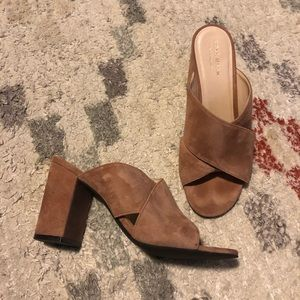 On trend! Suede Mules